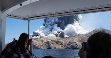 New Zealand volcano eruption on White Island kills at least 5
