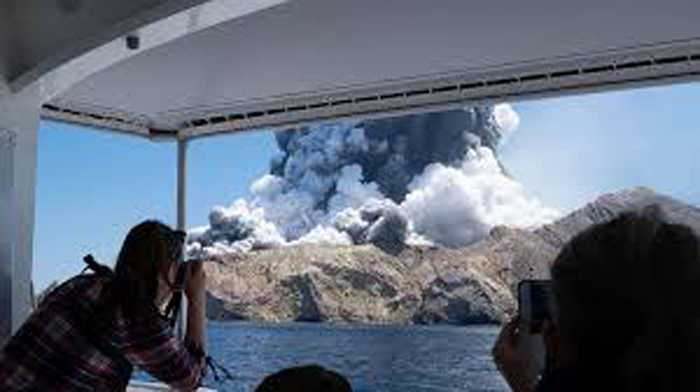 New Zealand volcano eruption on White Island kills at least 5