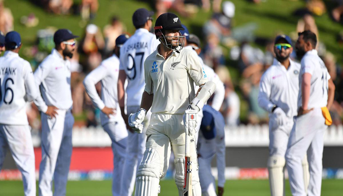India fight back with late strikes, but New Zealand ahead