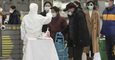 More Chinese cities shut down as coronavirus death toll nears 500